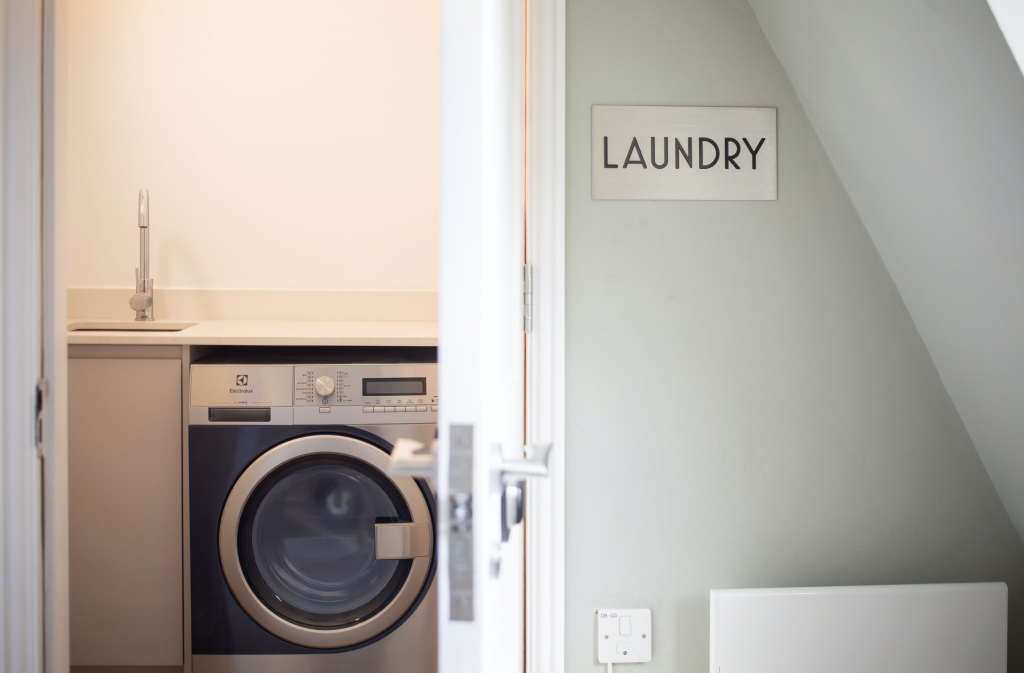 Laundry room in 5 Park Street Avenue, Bristol